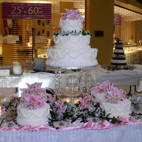 Bonnie belles pastrieswedding cakes3 tier with pink flowers side 3 tier with pink flowers side cakes and fountaing mightylinksfo